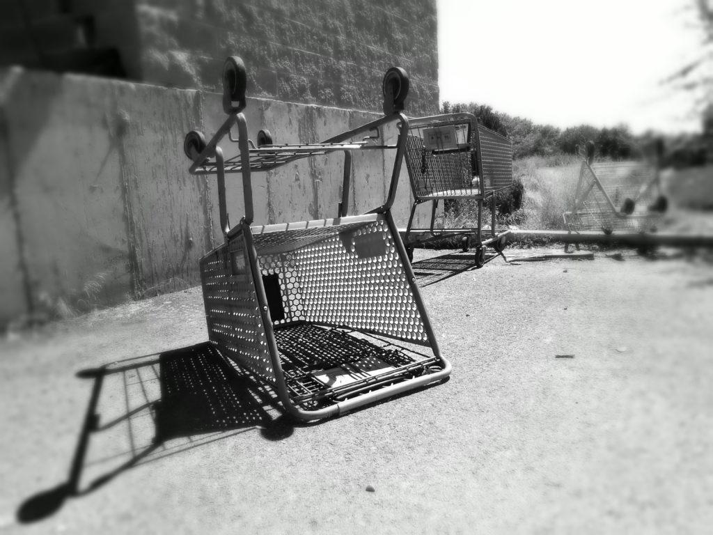 Porzucone koszyki zakupowe