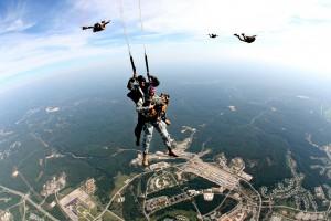 tandem-skydivers-713710_1280