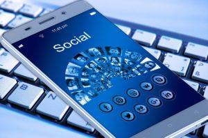 fejsbuk czy facebook